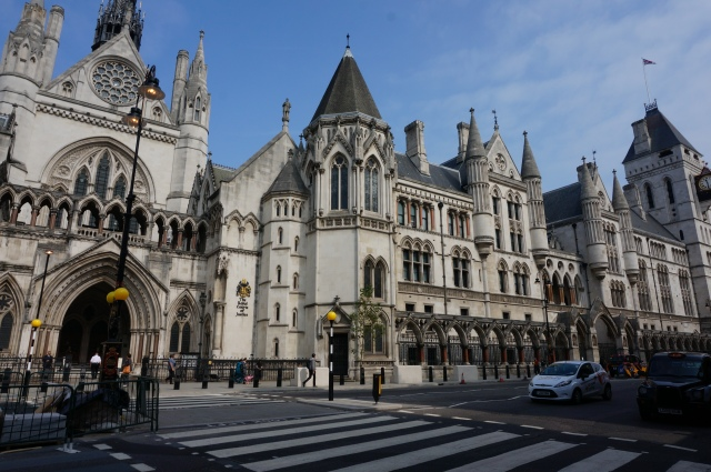 A court house on Fleet Street.